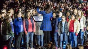 NOVEMBER 7, 2016, SJÄLVSTÄNDIGHETKORRIDOR, PHIL , PA - barns kör sjunger för Hillary Clinton Election Eve Get Out som rösta samla Royaltyfria Foton