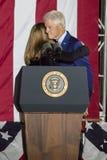 NOVEMBER 7, 2016, SJÄLVSTÄNDIGHETKORRIDOR, PHIL , PA - PHILADELPHIA, PA - NOVEMBER 07: President Bill Clinton och Chelsea Clinton Arkivfoton