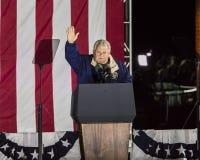 NOVEMBER 7, 2016, SJÄLVSTÄNDIGHETKORRIDOR, PHIL , PA - talar den fackliga organisatören för valet för Hillary Clinton på valet Ev Royaltyfria Bilder