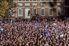 NOVEMBER 7, 2016, SJÄLVSTÄNDIGHETKORRIDOR, PHIL , PA - tusentals deltar i Hillary Clinton Election Eve Get Out som rösta samlar m Royaltyfria Foton
