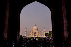 2. November 2014: Torbogeneingang zu Taj Mahal in Agra, herein Stockfotos