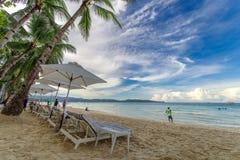 November 18,2017 turist som går på den härliga vita stranden i Boracay Royaltyfri Fotografi