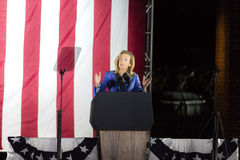 7. NOVEMBER 2016 UNABHÄNGIGKEIT HALL, PHIL , PA - Senatskandidat Katy McGinty spricht bei Hillary Clinton Election Eve Get Out Lizenzfreie Stockbilder
