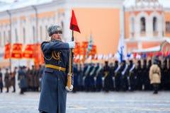 05 NOVEMBER, 2016: Volledig-kledingsrepetitie van de parade, gewijd aan 7 November, 1941 op Rood Vierkant in Moskou Royalty-vrije Stock Afbeelding