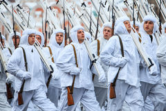 05 NOVEMBER, 2016: Volledig-kledingsrepetitie van de parade, gewijd aan 7 November, 1941 op Rood Vierkant in Moskou Stock Afbeeldingen