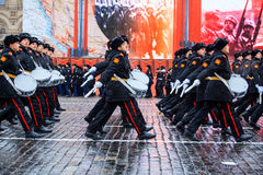 05 NOVEMBER, 2016: Volledig-kledingsrepetitie van de parade, gewijd aan 7 November, 1941 op Rood Vierkant in Moskou Stock Afbeelding
