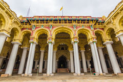 13 november, 2014: Voorgevel van Thirumalai Nayakkar Mahal palac Stock Afbeeldingen