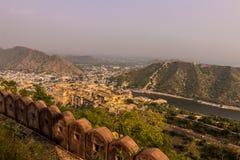 4 novembre 2014: Amber Fort dalla fortificazione di Nahargarh in Jai Fotografia Stock Libera da Diritti