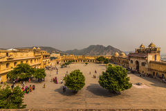 4 novembre 2014: Cortile di Amber Fort a Jaipur, India Fotografia Stock Libera da Diritti