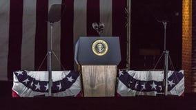 7 NOVEMBRE 2016, INDIPENDENZA CORRIDOIO, PHIL , PA - podio vuoto con la guarnizione presidenziale per presidenti Obama e Clinton  Fotografia Stock