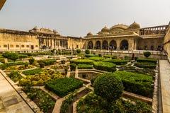 4 novembre 2014 : Jardins d'Amber Fort à Jaipur, Inde Photos stock