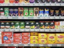 8 novembre 2016, Kuala Lumpur Choix de l'article d'épicerie chez Jaya Grocer Supermarket Photo libre de droits