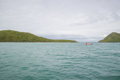 14 novembre 2014 - le bateau de pêche navigue dans le golfe de Thaïlande Pi Photo libre de droits