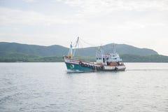 14 novembre 2014 - le bateau de pêche navigue dans le golfe de Thaïlande Pi Photographie stock libre de droits