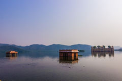 4 novembre 2014 : Panorama de palais de lac à Jaipur, Inde Image stock