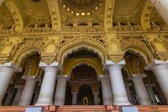 13 novembre 2014 : Piliers du pala de Thirumalai Nayakkar Mahal Photos stock