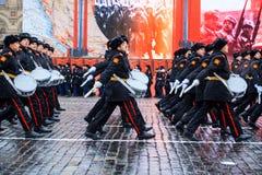 5 NOVEMBRE 2016: Ripetizione dell'abito da sera della parata, dedicata al 7 novembre 1941 sul quadrato rosso a Mosca Immagine Stock