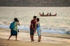13 novembre 2012 Spiaggia di kuta di Bali Fotografo che cattura le maschere immagini stock