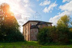 novgorod Ρωσία veliky Εκκλησία της διαβεβαίωσης του αποστόλου Thomas σε Myachino σε Veliky Novgorod, Ρωσία - άποψη ηλιοβασιλέματο στοκ φωτογραφία με δικαίωμα ελεύθερης χρήσης