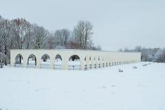 novgorod Ρωσία veliky Arcade του αρχαίου προαυλίου Yaroslav στη νεφελώδη χειμερινή ημέρα Στοκ Εικόνα