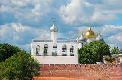 novgorod церков аукциона предположения veliky Россия Кремль с собором колокольни и St Sophia Стоковое Фото