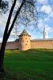 Novgorod der Kreml im Herbstsonnenunterganglicht in Veliky Novgorod, Russland Stockbild