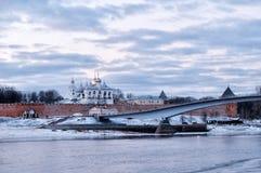 Novgorod der Kreml in Veliky Novgorod, Russland, am bewölkten Abend des Winters Stockfotografie