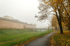 Novgorod el Kremlin en la niebla Imagen de archivo libre de regalías