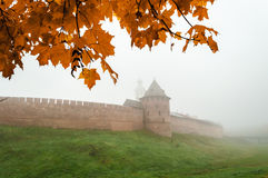 Novgorod el Kremlin en la niebla Fotografía de archivo
