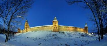 Novgorod el Kremlin por la noche del invierno, Veliky Novgorod Imágenes de archivo libres de regalías
