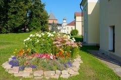 Novgorod a grande, uma cama de flor na citadela Fotos de Stock
