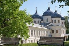 Novgorod kan 2018 van de kathedraal in het Vladimir-klooster bekijken stock afbeelding