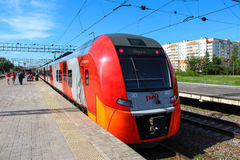 Novgorod, RÚSSIA - 30 de maio de 2015, trem bonde de alta velocidade Siemens Desiro RUS Lastochka Fotos de Stock Royalty Free