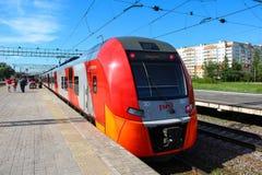 Novgorod, RUSSLAND - 30. Mai 2015, elektrischer Hochgeschwindigkeitszug Siemens Desiro RUS Lastochka Lizenzfreie Stockfotos