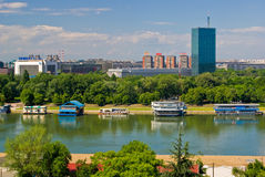 Novi Belgrado e fiume di Sava Immagini Stock