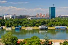 Novi Belgrado y río de Sava Imagenes de archivo