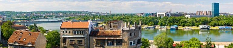 Novi Belgrado y río de Sava Fotos de archivo