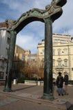 Novi Sad, 05 02 2018- Les nouveaux mariés carrés sont à angle droit à Novi Sad Photographie stock