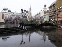 Novi Sad, Sérvia, o 19 de março de 2018: Reflexão no dia chuvoso Imagens de Stock