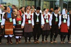 Novi Sad Sebia: 4 Oktober 2015 Folkloregrupp från Serbien royaltyfria bilder