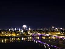 Novi Sad, Serbia 1 de enero de 2018: Fuegos artificiales en el centro de ciudad, visión Fotos de archivo libres de regalías