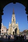 NOVI SAD SERBIEN - APRIL 03: Sikt på katolsk domkyrka från Lib Royaltyfri Bild