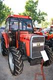Novi Sad, Serbien - 9. Mai 2015: Novi Sad-agroculture Messe und Traktor Lizenzfreie Stockfotografie