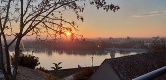 Novi Sad - Serbien - solnedgång arkivbilder