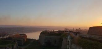 Novi Sad - Serbien - solnedgång arkivbild