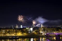 Novi Sad, 1 Servië-Januari, 2018: Vuurwerk in stadscentrum, mening stock afbeeldingen