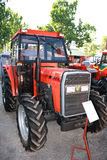 Novi Sad, Servië - Mei 9 2015: Agroculturemarkt en tractor van Novi Sad Royalty-vrije Stock Fotografie