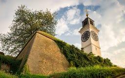 Novi Sad - torre de reloj vieja Fotos de archivo libres de regalías
