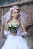 Novia con el ramo de la boda. Fotos de archivo libres de regalías
