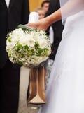 Novia con las flores foto de archivo libre de regalías